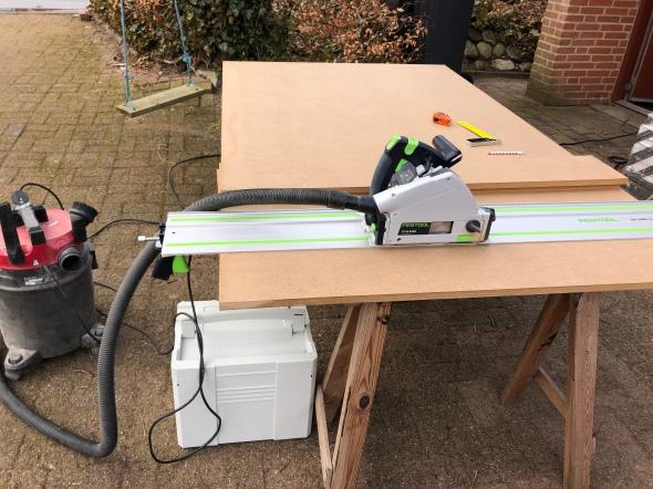Cutting MDF for the sidewalls